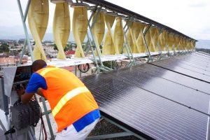 In Giamaica, la più grande installazione ibrida solare ed eolica del mondo