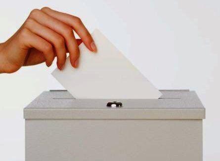 Oggi si vota per le europee e le comunali: dai social i cittadini segnalano irregolarità e alcuni seggi sono stati spostati