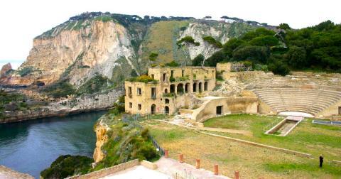 Splendori imperiali a posillipo la villa di vedio - Villa mirabilis piscina ...