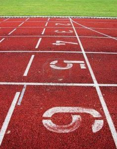 2435008-pista-di-atletica-leggera-con-inizio-numeri-e-le-linee