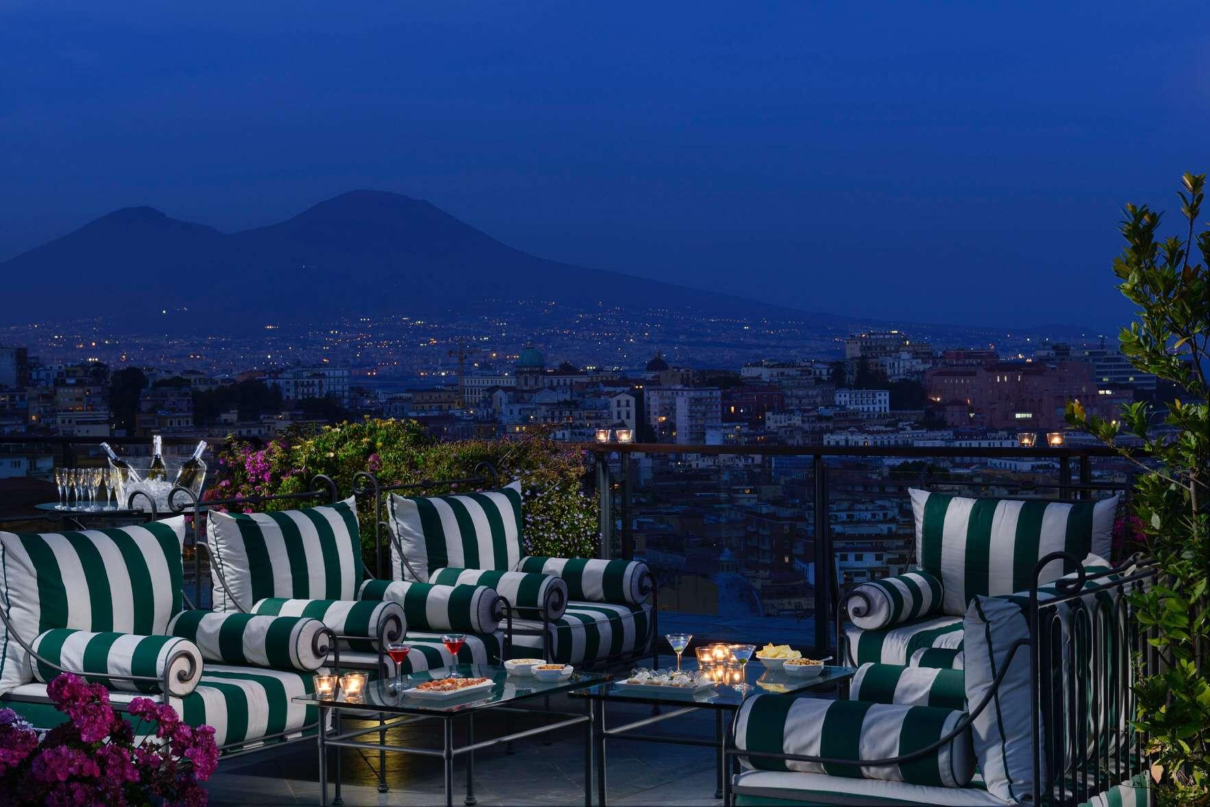 Agosto a Napoli, notti magiche al Grand Hotel Parker\'s: telescopi ...