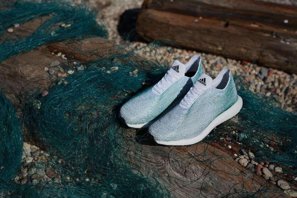 Si può fare anche con le scarpe. In coincidenza dello storico incontro di Parigi dedicato al clima, il gigante dello sport Adidas ha presentato un nuovo ...