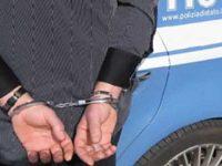 Un 19enne di Casoria e un 27enne di Pomigliano, arrestati per rapina in Via Porta Nolana.