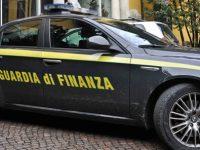 Blitz della Guardia di Finanza: sequestrati a Casoria oltre 10.000 capi d'abbigliamento contraffatti