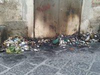 Casoria. Rifiuti bruciati in via Santacroce