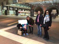 Bambina autistica ama viaggiare in treno: l'Eav regala l'abbonamento alla mamma