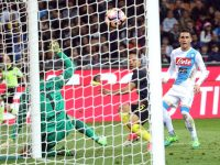 Napoli's Jose Callejon (R) scores the goal during the Italian Serie A soccer match Inter FC vs SSC Napoli at Giuseppe Meazza stadium in Milan, Italy, 30 April 2017. ANSA/MATTEO BAZZI