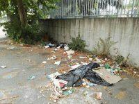 """""""I cittadini segnalano"""": degrado in via Duca d'Aosta all' ingresso della scuola Torrente"""
