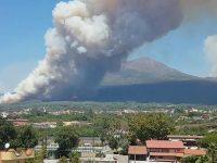 Incendi Vesuvio: aumenta la presenza dei militari nelle zone a rischio.