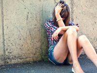 Tre uomini tentano uno stupro in via Chiaia: la denuncia della donna sui social.