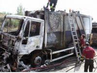 Incendiato un camion per la raccolta di rifiuti tra Caivano e Afragola.