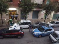 Casoria: Carabinieri e Polizia incastrano ladri di appartamento sul posto.