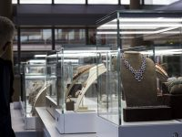 Tari' mondo prezioso al via, in mostra i gioielli dal '700 ad oggi e il tableau vivant della reggia di caserta