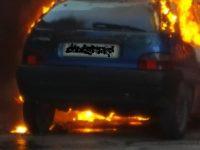 Sant'Antimo. Auto in fiamme in pieno centro cittadino, intervento dei caschi bianchi.