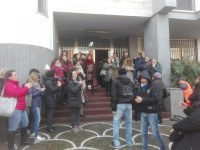 """Altra protesta dei lavoratori ex Carrefour questa mattina a Casoria. I manifestanti dichiarano :""""Continueremo a oltranza!"""""""