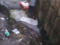 I cittadini segnalano: rifiuti sui marciapiedi in via Casilli, ecco le foto inviateci da un residente