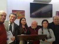 """""""Caffè letterario"""" ieri presso il bar Sgambati: grande successo e riconoscimenti per l'organizzatore, talento casoriano Enzo Marino"""