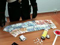 Carabinieri arrestano 25enne: aveva cocaina e soldi nascosti in una bomboletta di lubrificante con doppio fondo