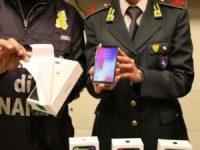 Casoria: rinvenuto un deposito clandestino di iPhone X contraffatti