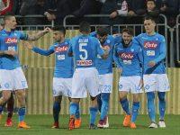 A Cagliari il Napoli cala il pokerissimo. Ora sono 4 i punti sulla Juve.