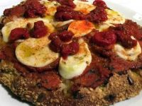 """La """"pizza"""" di Carlo Cracco: chi spenderebbe 16 euro per mangiarla?"""