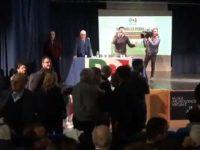 La politica del disordine, litigi e urla durante un' assemblea del Pd a Napoli