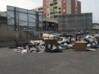 Rifiuti abbandonati nella strada Vicinale Marrazzo