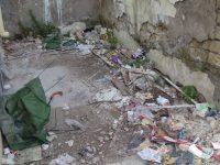 Il cittadino segnala: incuria del territorio e atti di vandalismo in Via Garibaldi ad Arpino