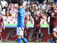 Napoli-Torino 2-2. Il Napoli abbandona ogni speranza, i tifosi omaggiano e festeggiano una grande squadra.