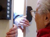 Due anziane malmenate e sequestrate da finti tecnici del gas, polizia arresta 5 persone