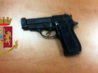Poliziotto libero dal servizio arresta due rapinatori a Casoria, di cui uno minorenne