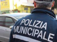 RICEVIAMO E PUBBLICHIAMO:LA POLIZIA MUNICIPALE CONTROLLA GLI IRREGOLARI DEL MERCATINO DELL'ANTIQUARIATO