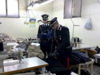 """Carabinieri controllano opificio e trovano lavoratori """"a nero"""" e clandestini. Titolare denunciato. Attività sequestrata"""
