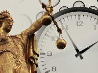 Giustizia ad orologeria.