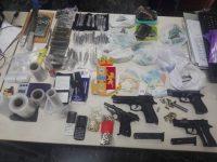 Squadra mobile bunker di droga ed armi. Sequestrate 4 pistole ed oltre un chilo di droga
