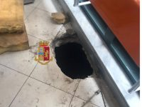 Compirono diverse rapine anche in provincia di Napoli, Polizia di Stato ha arrestato otto esponenti della banda del buco