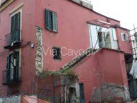 """Casoria """"cade a pezzi"""": l'artista Mauro Bene con i suoi scatti mostra la triste situazione della città"""
