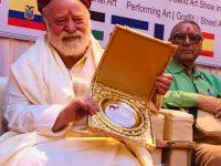 Maestro Enzo Marino e i suoi 60 anni dedicati all' arte: l' artista Casoriano premiato nel bellissima terra chiamata India