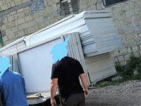 Ricettazione, abusi edilizi, discarica rifiuti, sequestrati e denunce, sotto chiave un'area di circa settecento metri con attività congiunta della polizia locale e polizia di stato. Denunciati tre soggetti.