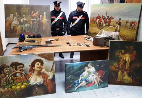 Furto sventato: carabinieri di Casoria arrestano 2 malviventi trovati in possesso di dipinti e preziosi rubati ad Isernia