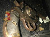 Nascondeva armi in auto: polizia arresta 36enne a Casoria
