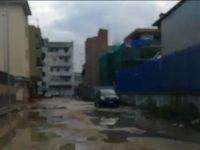 Strade colabrodo, piogge e incuria: il mix perfetto per una circolazione cittadina in tilt