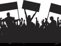 Lo spettacolo sta per iniziare!  Il turbinio di parole e propaganda in vista delle elezioni di Maggio!