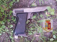 AFRAGOLA: POLIZIA DI STATO TROVA PISTOLA