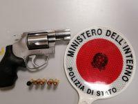 Ritrovato con una pistola in casa a Casoria, trentenne condannato ai domiciliari