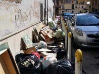 Incuria e degrado a Casoria! I rifiuti presenti nella zona Cantariello e nel centro cittadino!