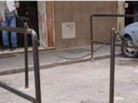 Riceviamo e pubblichiamo: Comunicato stampa – Casoria, la polizia municipale taglia i paletti abusivi al Parco Salemi
