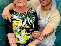 Ottantenne casoriana si tatua un braccio, ecco il perchè