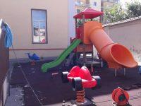 """Area giochi e palestra scoperta per gli alunni della San Mauro. La dirigente: """"Chi l'ha dura la vince"""""""