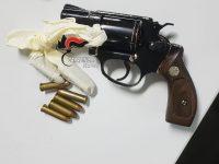 Casoria: carabinieri arrestano donna per truffa alle poste in via Cavour, a casa trovano arma del marito, arrestato